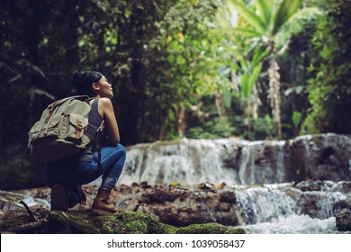 The girl is refreshing at streams in the rainforest.