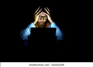 girl see notebook computers when a power outage.