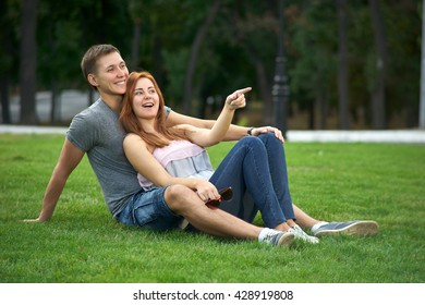 girl shows finger direction