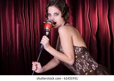 The girl sings at restaurant. Style old-fashioned