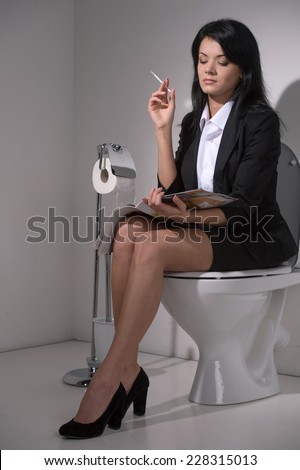 Sexy women on the potty