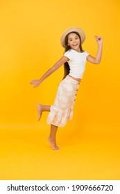 Mädchen kleine Kind in diesem feiert Sommerurlaub, Spaß Konzept.