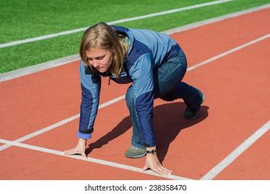 girl standing on the treadmill stadium, low start