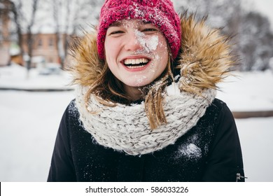 A girl stands in winter park