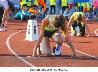 girl at the start, athletics running stadium
