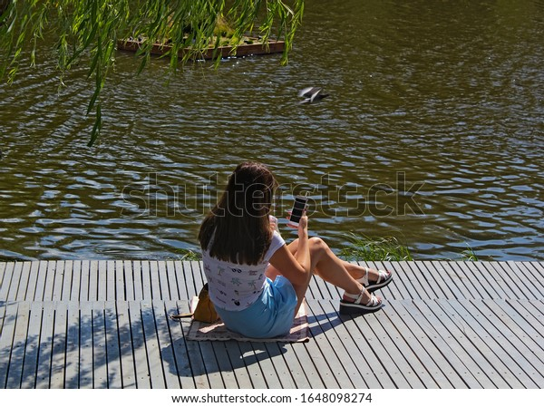 girl-summer-clothes-sitting-on-600w-1648
