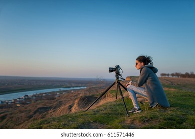 Girl takes pictures of the landscape