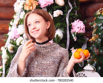 girl with tangerines