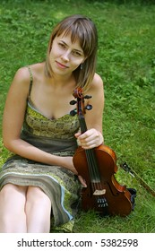 Girl with violin in the park