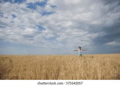 the girl walks in the field
