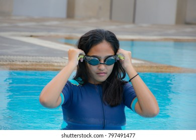 Girl wearing glasses to swim, exercise in the pool.