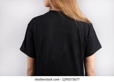 Girl wearing short sleeve t-shirt