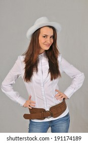 A girl in a white hat and white shirt
