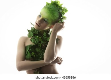 The girl in wreath of leaves