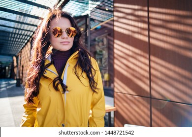 The girl in the yellow coat on the street, stylish outfit, woman fashion, street shooting