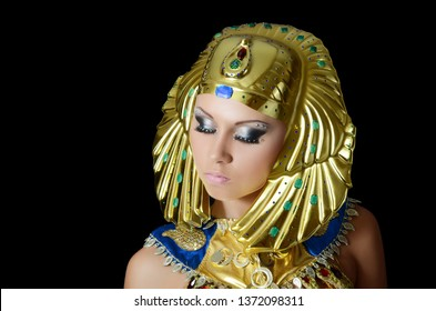 The girl-dancer in costume of the Pharaoh