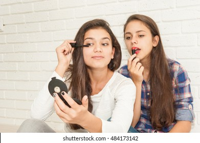 girlfriends together doing makeup