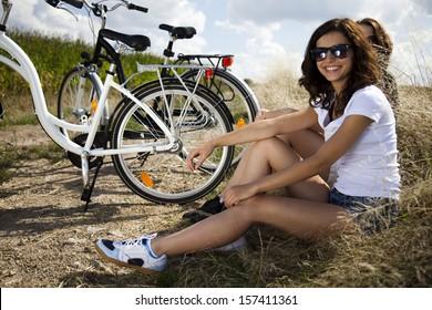 Girls on bike tour, enjoying