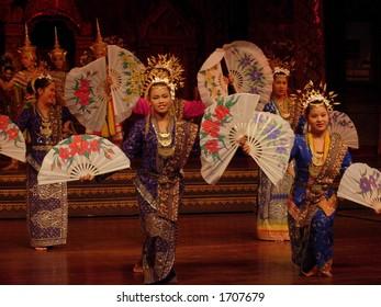 girls performing a traditional dance in bangkok