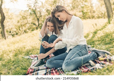 girls watching on their smart phone