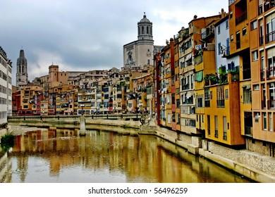 Girona. Riverside Onyar.