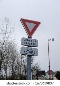 Give Way, priority yield french «Cédez le passage» road sign