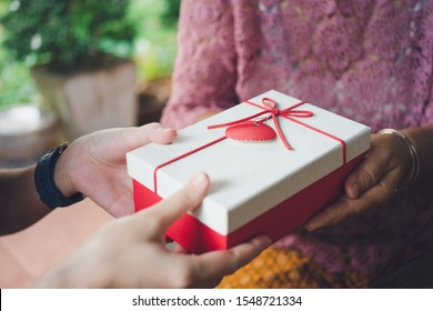 Giving gifts to loved ones at important festivals. Chrismas Day, New Year's Day, Valentines Day, means giving good things. And kindness