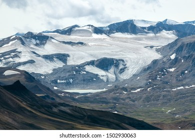 Glacial mountain peaks in Kluane National Park, Yukon, Canada