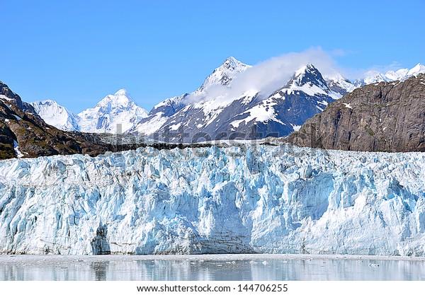 Glacier bay in a sunny day