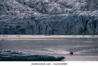glacier lagoon in iceland, jokulsarlon lagoon a boat in the water