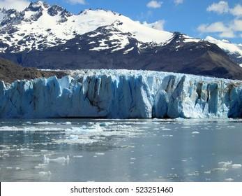Glacier on Lake Argentino. El Calafate. Argentina