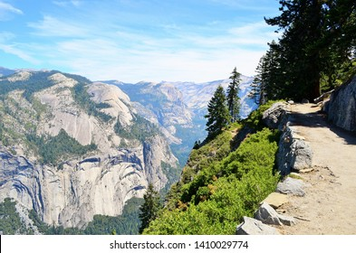 Glacier point hiking trail with views of Yosemite valley in Yosemite National Park, California