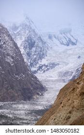 glacier travel location in Pakistan Hopper valley
