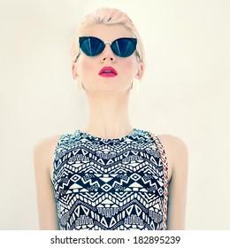 Glamorous photo girl in stylish glasses