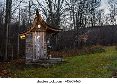 Glamour Camping Outhouse
