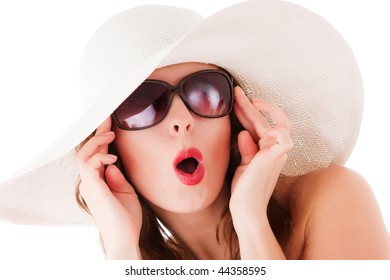 Glamour young woman wearing summer straw hat and sun glasses