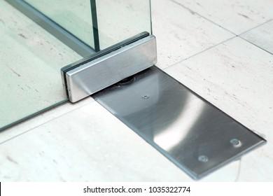 Imágenes, fotos de stock y vectores sobre Transparent Office Doors