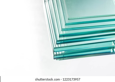Glass Factory, produce many transparent glass thickness is not equal.