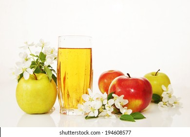 Glass of fresh apple juice with ripe apples