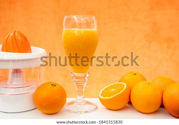glass-fresh-orange-juice-oranges-600w-18