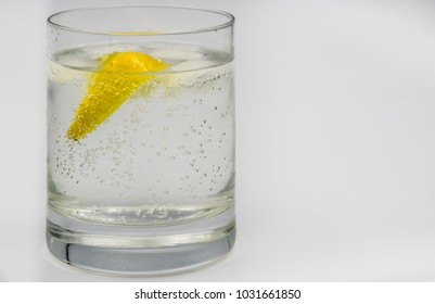Glass of gin and tonic with ice