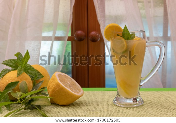 glass-lemon-juice-mint-leaves-600w-17001