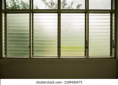 Glass shutter window