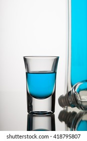 GLASS  WHIT BLUE ALCOHOL