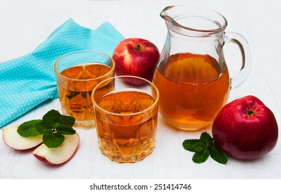Glasses of apple juice and fresh red apple