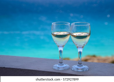 glasses with drinks over sea side background, summer time