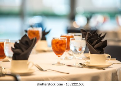 glasses filled with sweet tea at dinner table