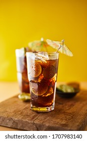 Glasses of iced tea with lemon slices.
