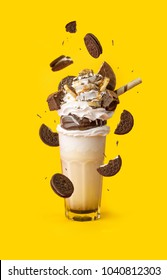 glasses milkshake with cookies