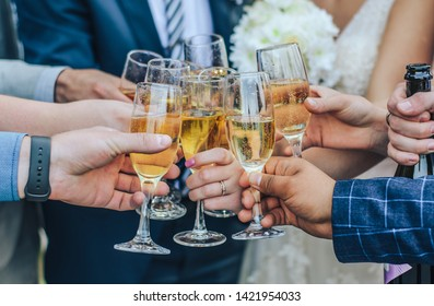 glasses of wine in the hands of the street wedding